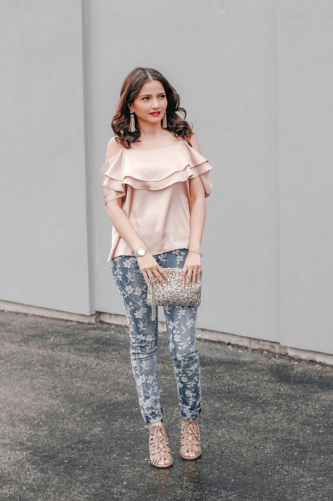 Blogger-Outfit-Beige-Off-the-shoulder-top-floral-denim