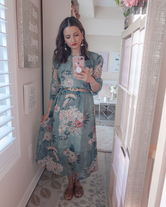 Tips on how to style a maxi dress blogger outfit - Zara green floral kimono print dupe midi maxi dress Hermes dupe sandals