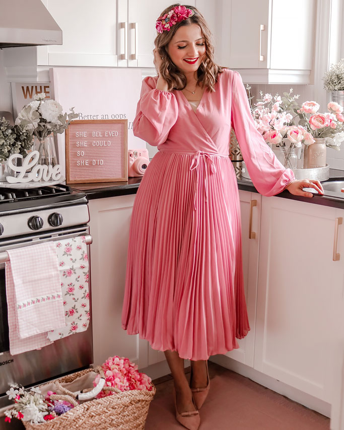 chicwish-pink-pleated-dress-blogger-outfit