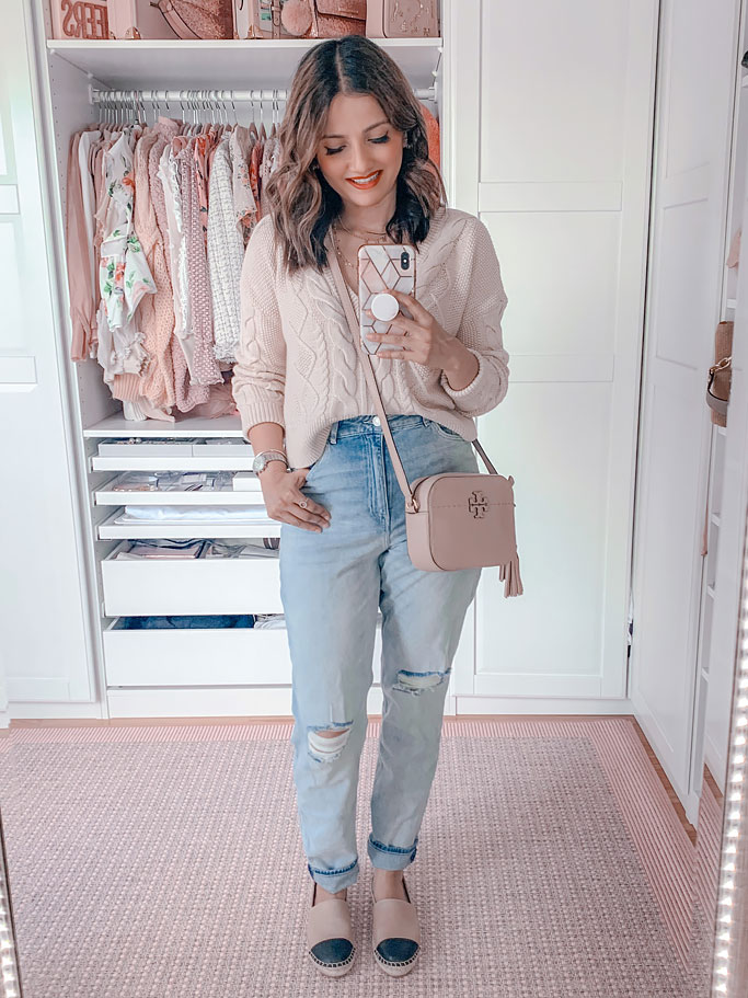 How to style mom jeans Fall blogger outfit cropped sweater tory burch crossbody bag