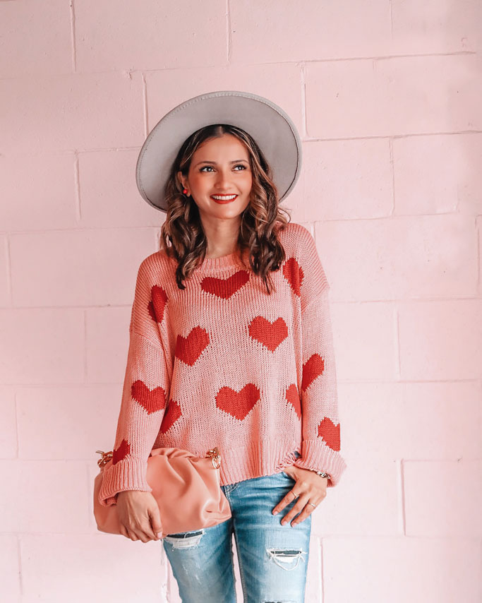 pink heart sweater grey fedora hat pink pouch bag blogger outfit
