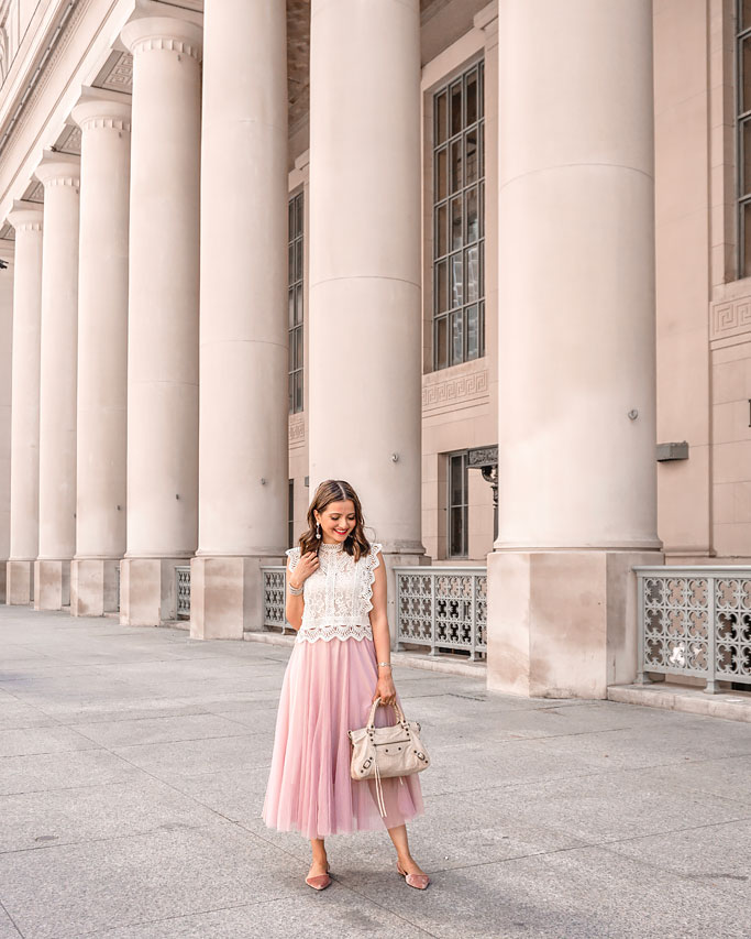 How-to-Style-a-Tulle-Skirt-Pink-Blogger-Outfit-Lace-Cropped-Top