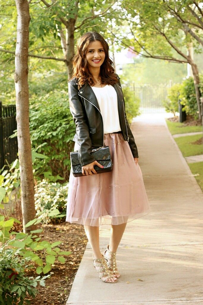 How-to-Style-a-Tulle-Skirt-Pink-Blogger-Outfit-Leather-Jacket-Chanel-Classic Flap