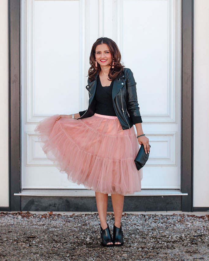 How-to-Style-a-Tulle-Skirt-Pink-Blogger-Outfit-Leather-Jacket-Chanel-Wallet-on-a-Chain